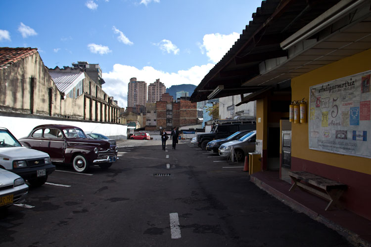 Colombia: Bogota - Sleeping place for the car