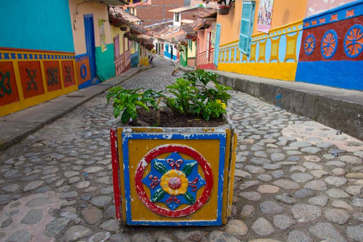 Colombia: Guatape - streets