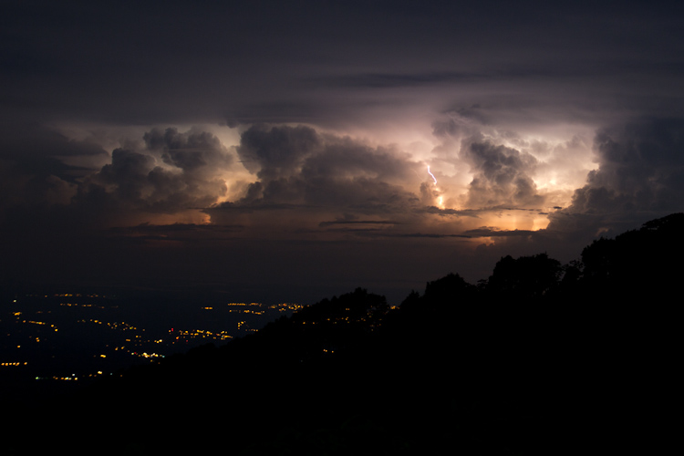 Panama: central mountains - Bouquete: thunderstorm
