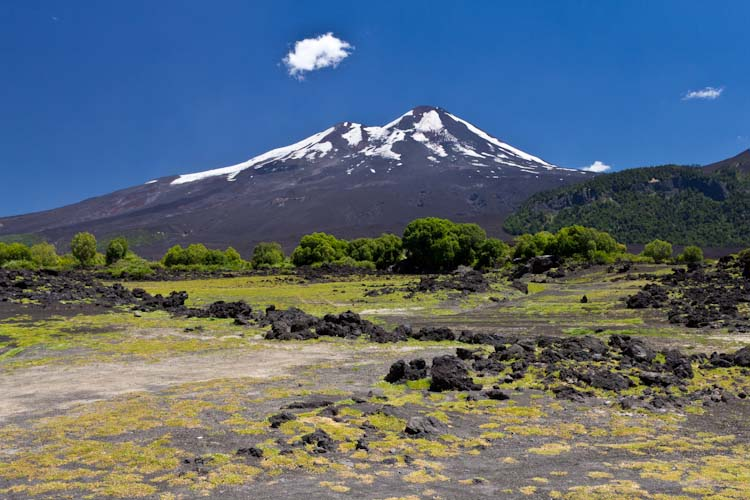 Chile: NP Conguillio - Volcano Llaime