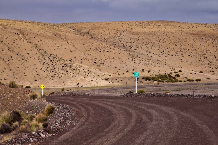 Chile: Reservas Vincunas - Road signs everywhere