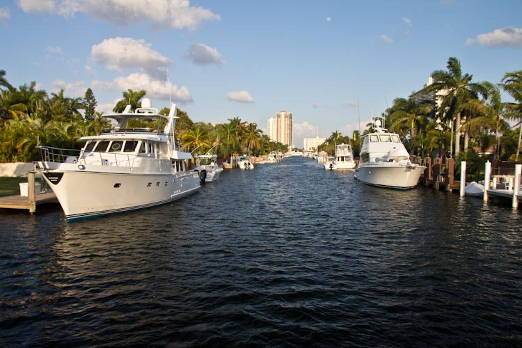 USA: Florida - Fort Lauderdale: big boats and houses